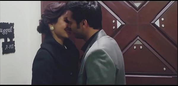 Bollywood actress hot kiss