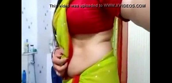 Desi bhabhi hot side boobs and tummy view in blouse for boyfriend 22 sec