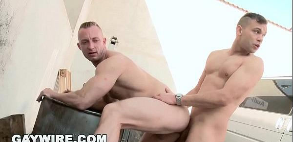 GAYWIRE - Muscle Man Fucked In The Ass Out In Public! No Shame, Man. NONE.