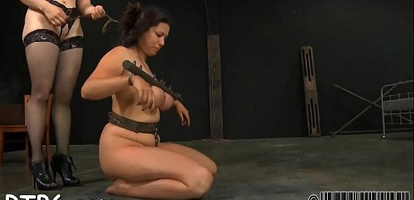 Serf gets her beaver punished from lusty mistresse