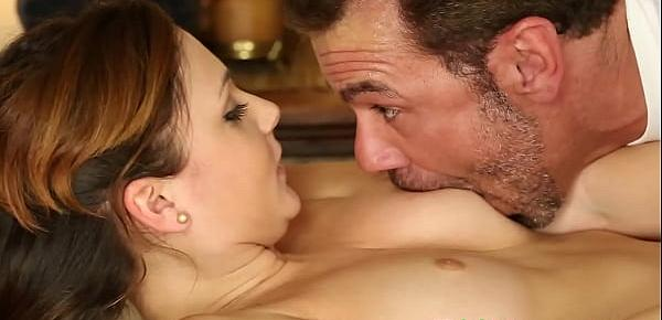 Dicksucking babe jizzsplattered during massage