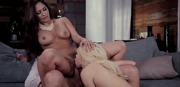 A Feast for your eyes as Elsa Jean fucks off