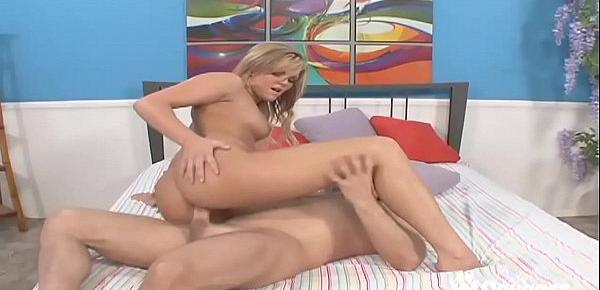 Mackenzee Pierce Gets Down On All Fours & Takes Some Dick