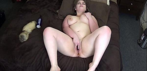 Busty PAWG Sara Rose plugs her thicc ass and masturbates