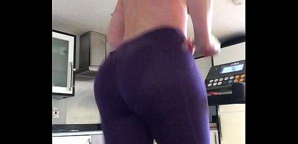 Get behind my 47 inch big phat ass make that booty bounce - Hornyperformers.com