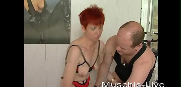 Milf has red hair and wants to make sex in fitness