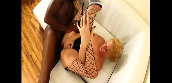 Hot mommy Sunny Day loves to suck and fucks black cock and brew cum